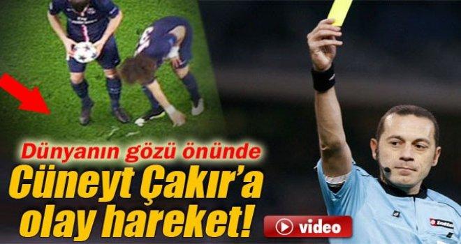 David Luiz'den Cüneyt Çakır'a Hareket